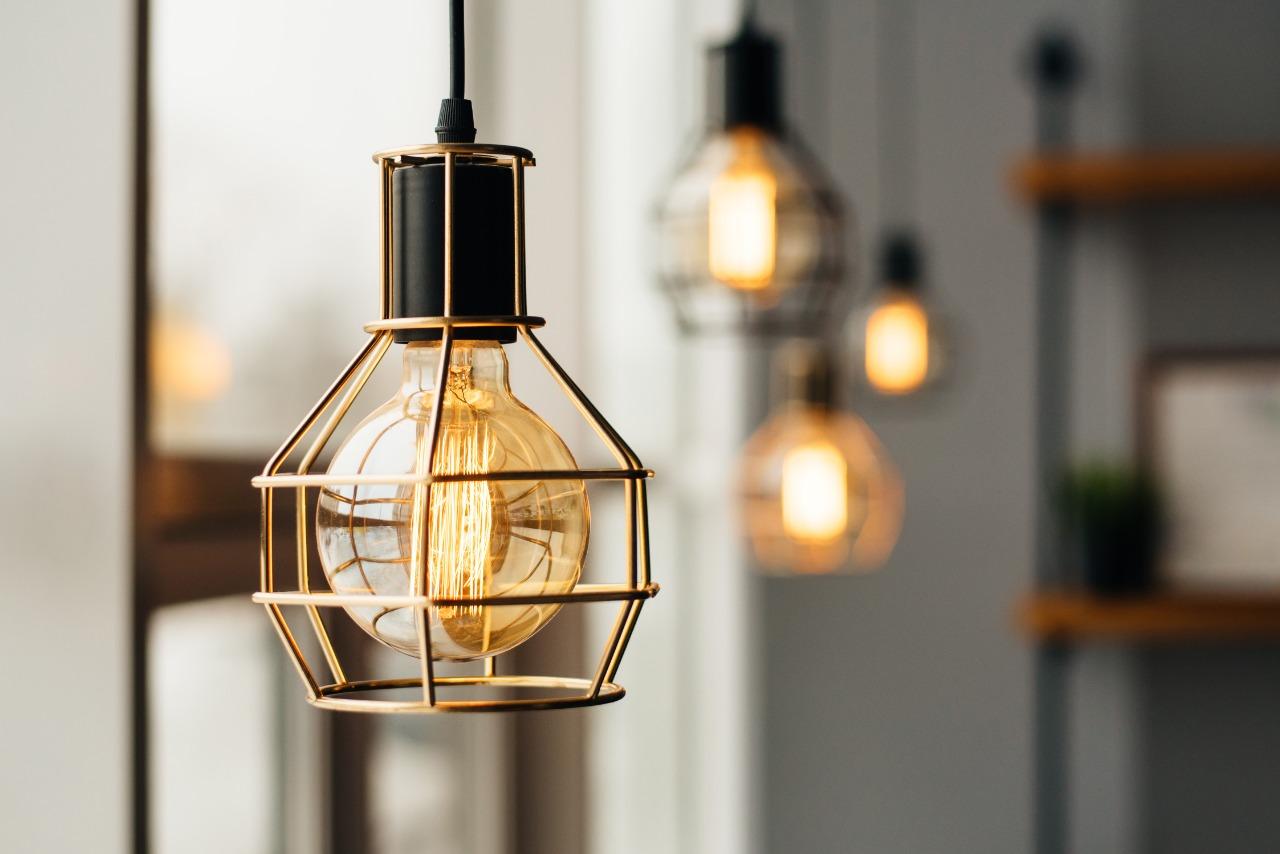 Como a iluminação influencia na cor do ambiente?